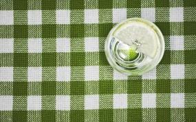 Зелёная скатерть с лимоном