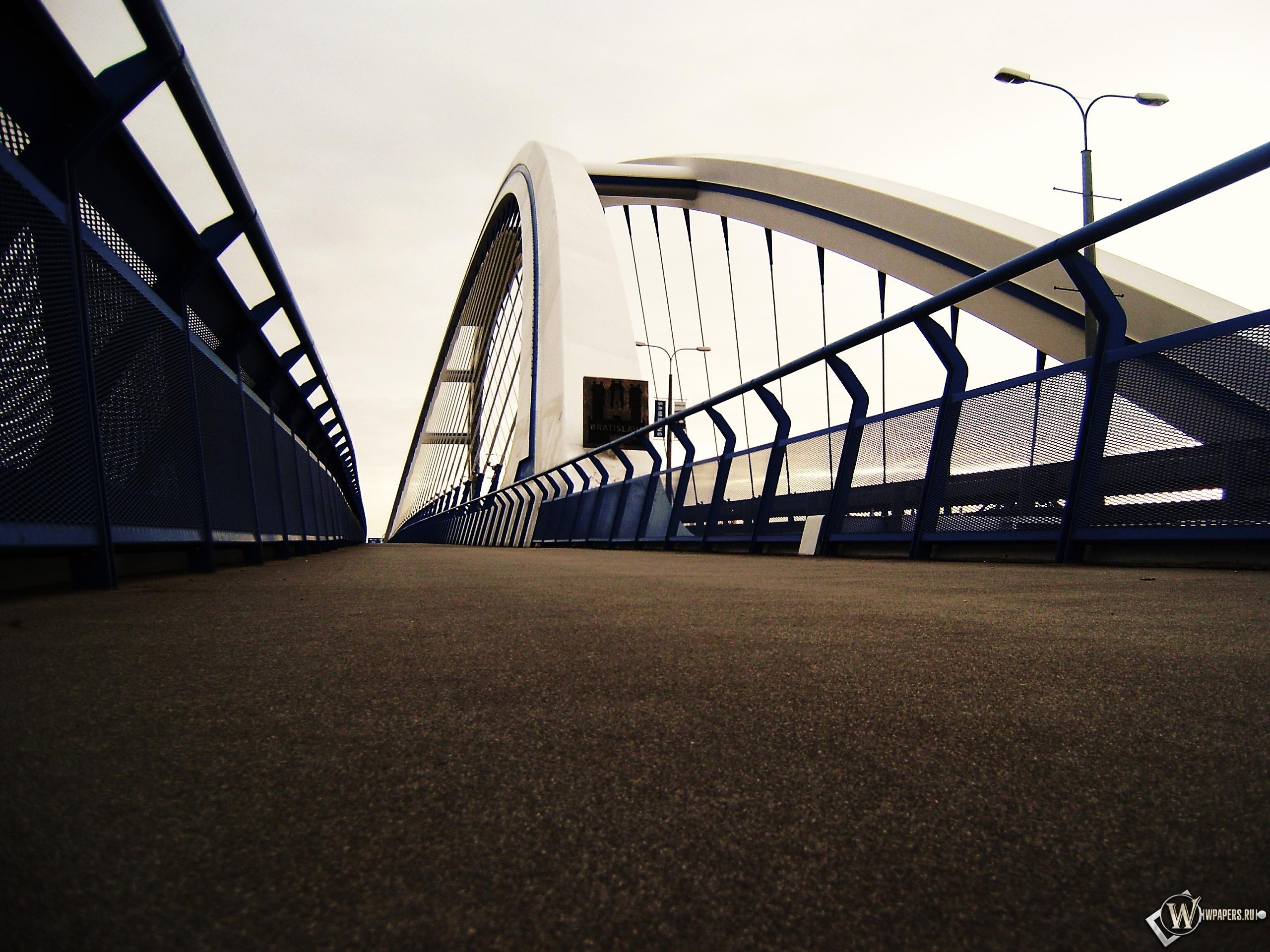 Пешеходная дорожка моста 2560x1920