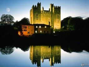 Обои Замок на фоне воды: , Замки