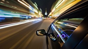 Обои Ночной город из окна машины: Огни, Машина, Скорость, Город, Зеркало, Города