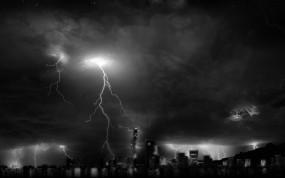Обои Ночная гроза: Свет, Ночь, Молния, Небоскрёбы, Гроза, Города