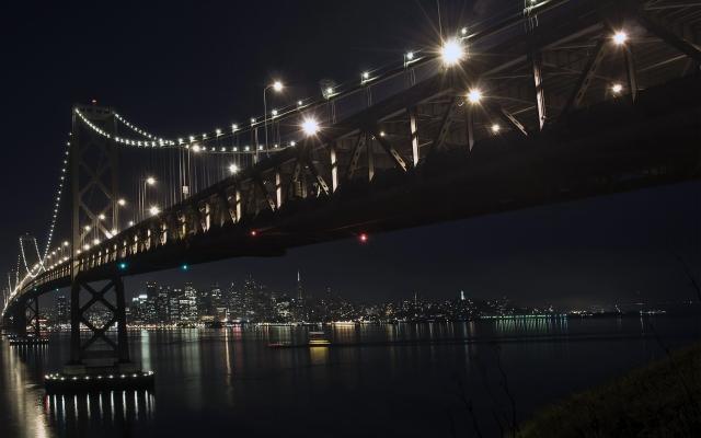 Мост зимней ночью