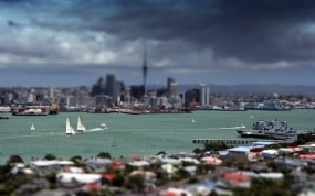 Обои Яхты в городе: Город, Небо, Яхты, Города