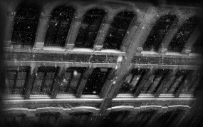 Обои Снег в городе: Снег, Город, Стена, Окна, Города