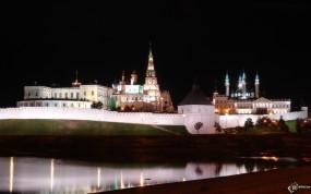 Обои Вид на Казанский кремль через реку Казанка: Казань, Река, Ночь, Кремль, Казань