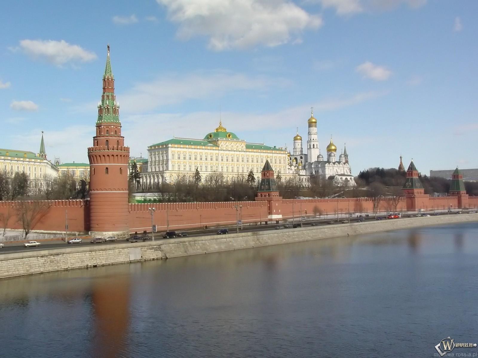 Московский Кремль (вид с Москва-реки) .