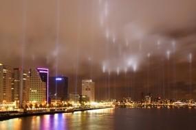 Обои Город в прожекторах: Неон, Ночь, Лучи, Прочие города