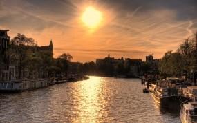 Обои Амстердам: Река, Солнце, Закат, Лодки, Дома, Амстердам, Прочие города