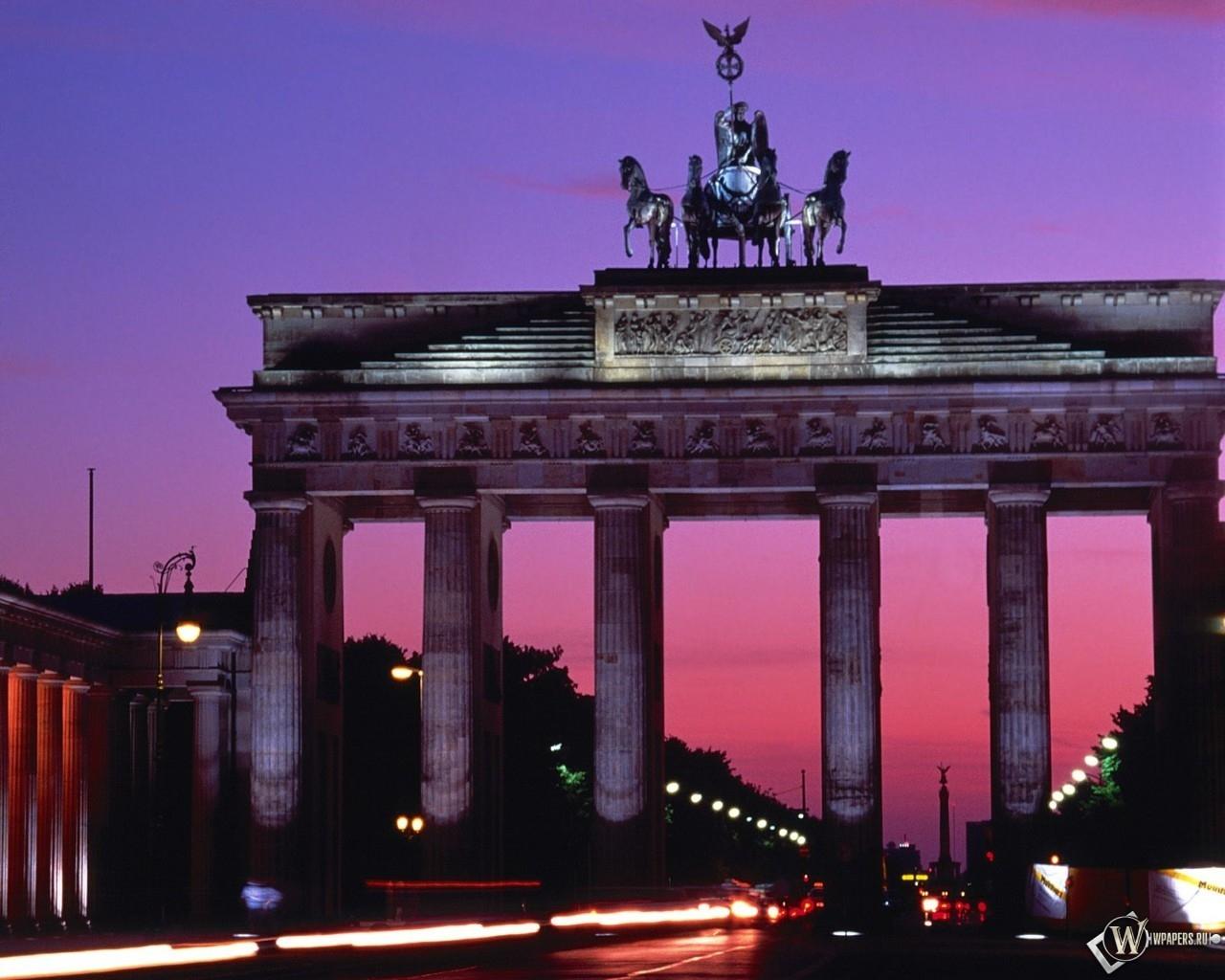 Brandenburg Gate - Berlin - Germany 1280x1024