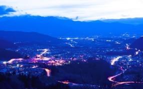 Обои Город в горах: Облака, Огни, Горы, Дорога, Ночь, Прочие города