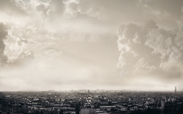 Облака над Парижем