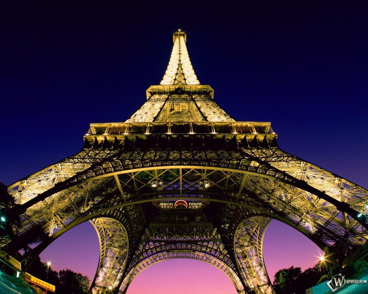 Beneath the Eiffel Tower - Paris - France 1280x1024