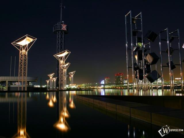 вода и город ночью