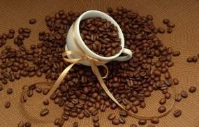 Обои Чашка с кофейными зернами: Кофе, Зёрна, Чашка, Еда