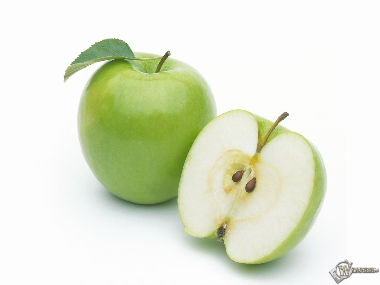 Яблоко на белом фоне картинка 5