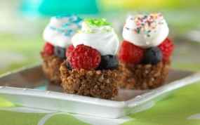 Обои ягодное пирожное: Малина, Ягоды, Еда, Пирожное, Крем, Еда