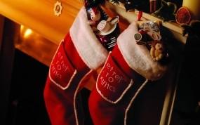 Обои Носки с подарками: Камин, Новый год, Подарки, Праздник, Носки, Новый год