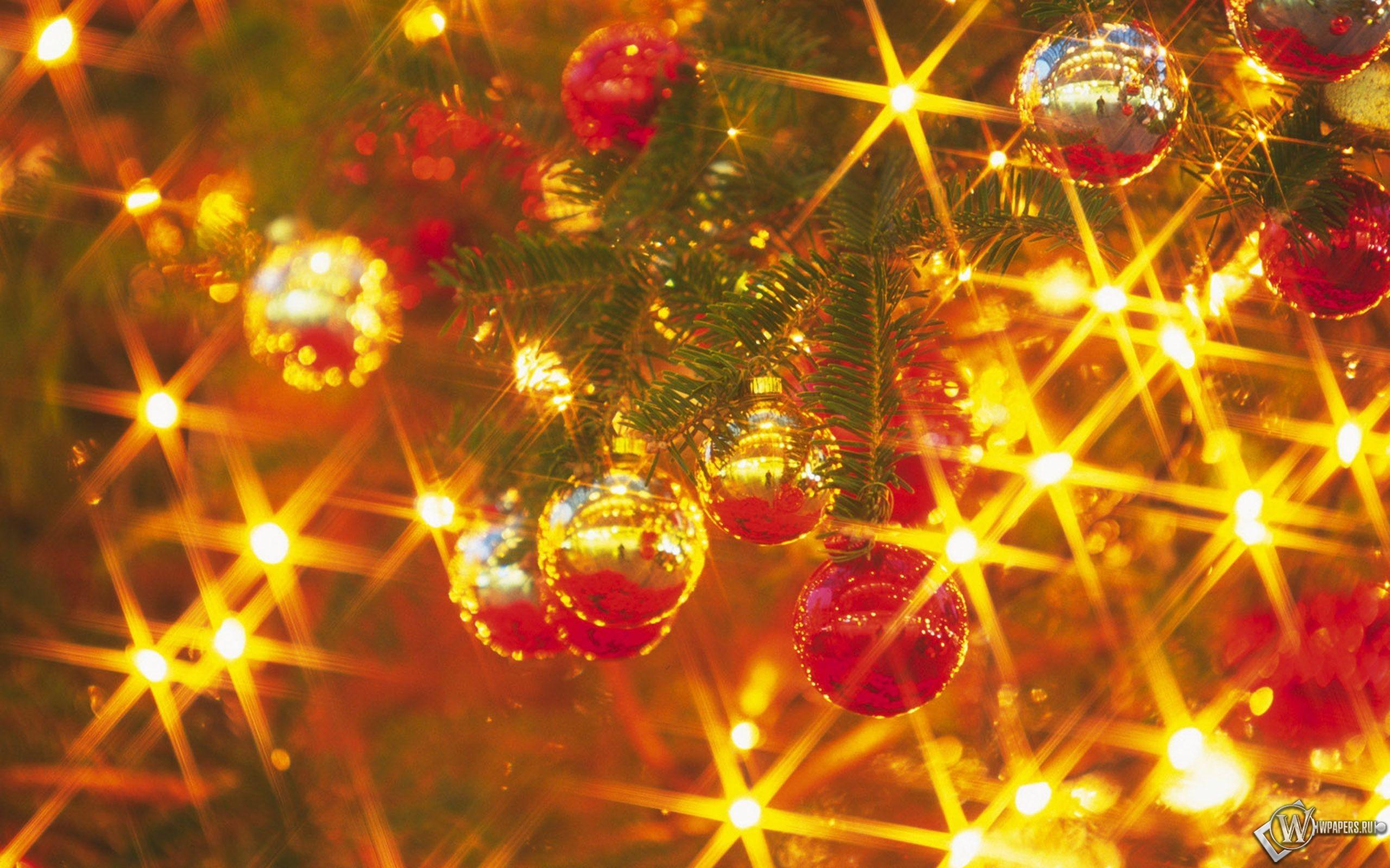 Новогодние шарики на елке 2560x1600