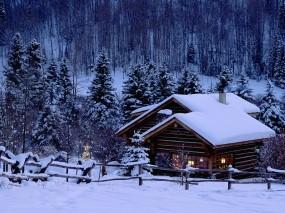 Обои Домик в зимнем лесу: Зима, Снег, Новый год, Дом, Елка, Новый год