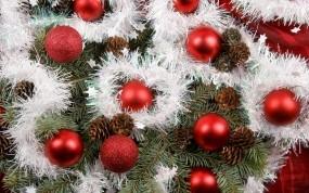 Обои Красные шары: Шары, Елка, Праздник, Игрушки, Шишки, Новый год