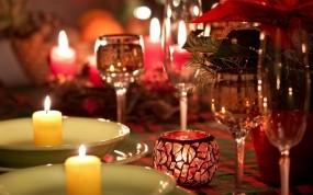 Обои Романтический ужин: Огонь, Свечи, Праздник, Бокалы, Стол, Новый год