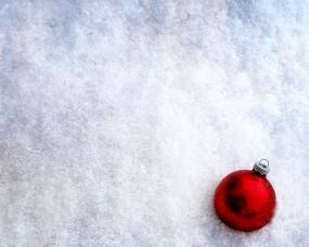 Обои Шар в снегу: Зима, Снег, Новый год, Шар, Новый год