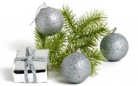 Обои Новый Год: Новый год, Шарики, Подарок, Серебро, Еловая веточка, Новый год