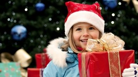 Обои Новогодняя радость: Новый год, Елка, Девочка, Подарок, Радость, Новый год