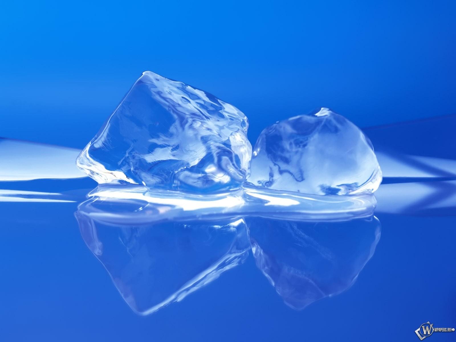 Два кусочка льда 1600x1200