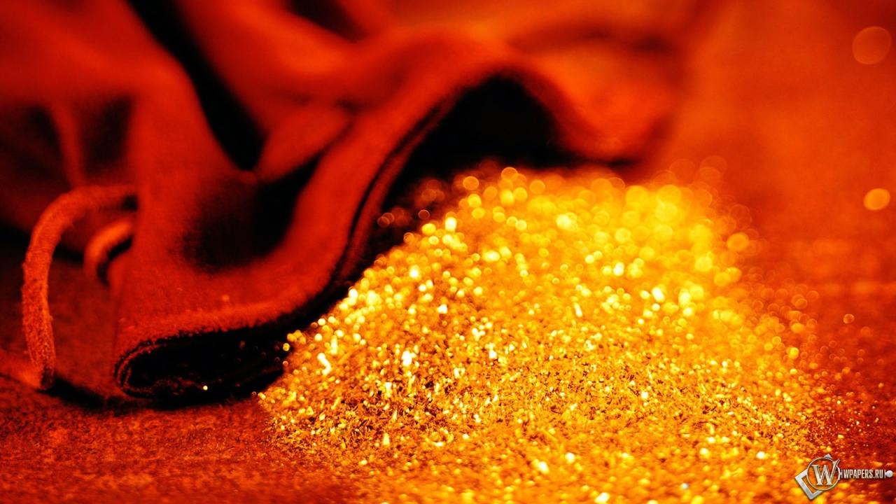 Большую часть золота добывают в золотых рудниках.
