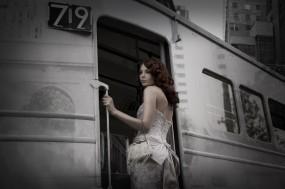 Обои Девушка в вагоне: Поезд, Вагон, Расставание, Настроения