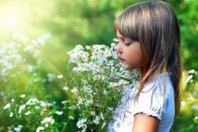 Обои Девочка с цветами: Красота, Цветы, Девочка, Настроения