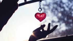Обои Брелок-сердце: Сердце, Рука, Настроение, Настроения
