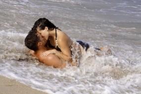 Обои Любовь на море: Море, Любовь, Пара, Поцелуй, Настроения