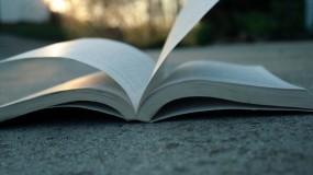 Обои Раскрытая книга: Асфальт, Книга, Страницы, Настроения