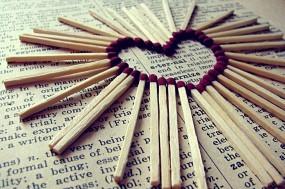 Обои Сердце из спичек: Сердце, Спички, Газета, Настроения