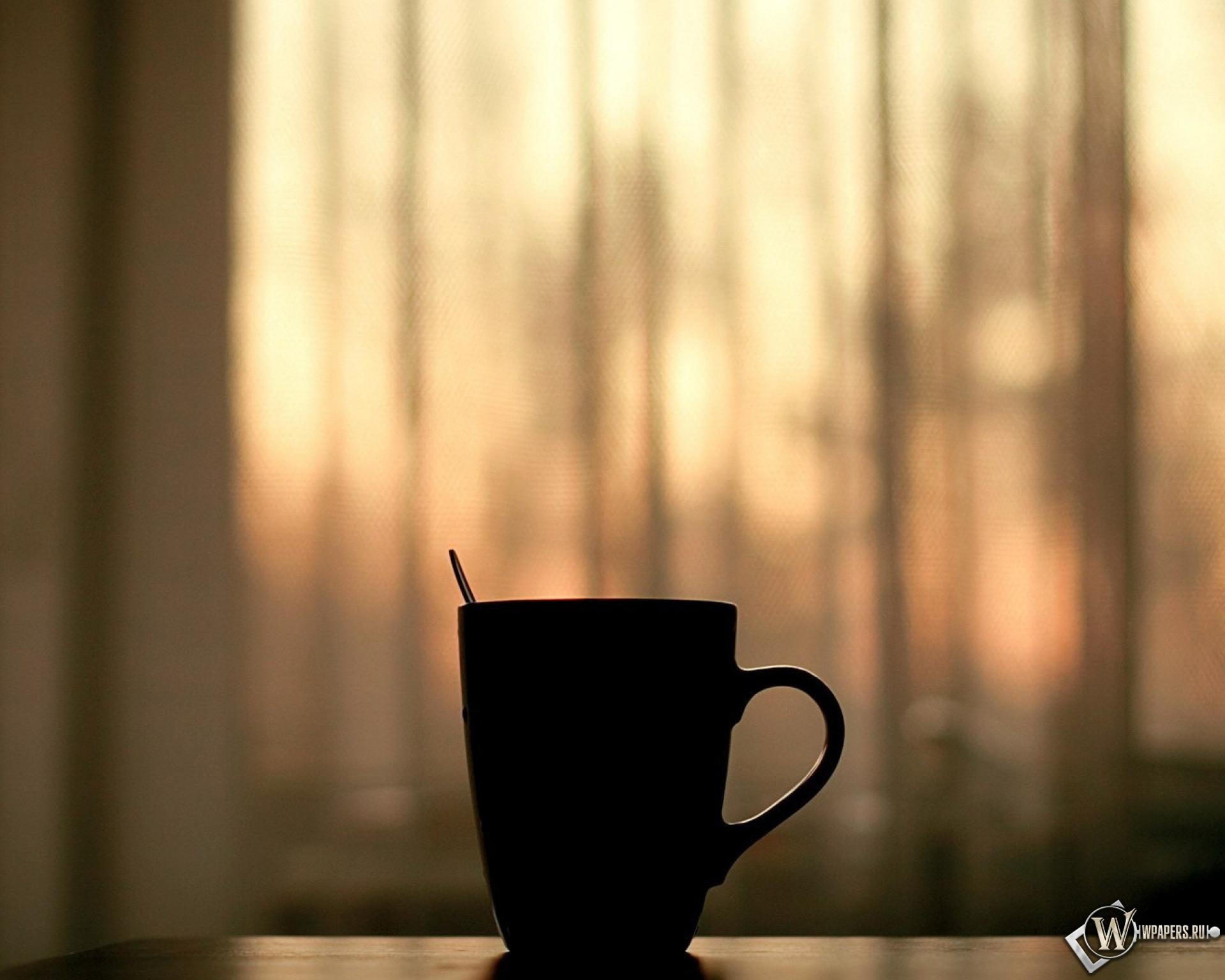 Белая чашка на фоне огней  № 2121440 без смс