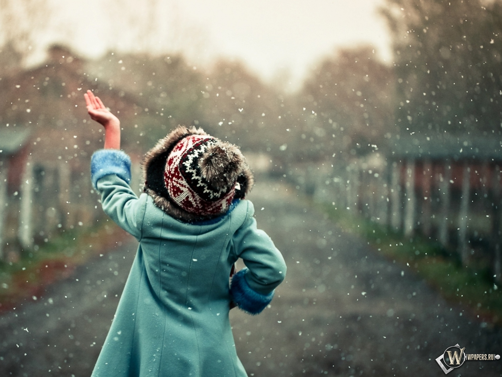 Обои снег идет снег рука девочка