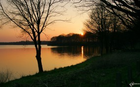Обои Поздняя осень: Река, Деревья, Закат, Осень, Деревья