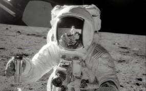 Обои Космонавт на Луне: Отражение, Луна, Космонавт, Космос