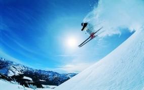 Обои Удивительный прыжок с трамплина: Снег, Солнце, Прыжок, Лыжник, Спорт