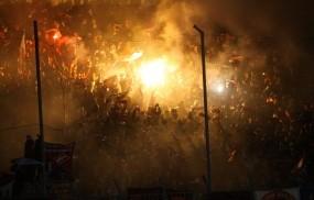 Обои Футбольные фанаты: Футбол, Фанаты, Фаер, Болельщики, Спорт
