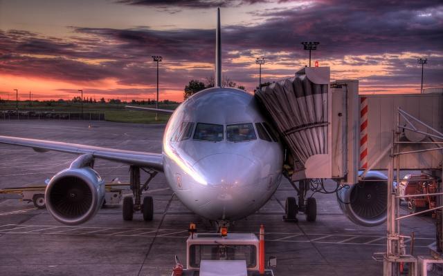 Самолет на погрузке
