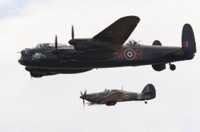 Обои Британский бомбардировщик Avro-Lancaster И Hawker-Hurricane: Бомбардировщик, Avro Lancaster, Hawker Hurricane, Самолеты