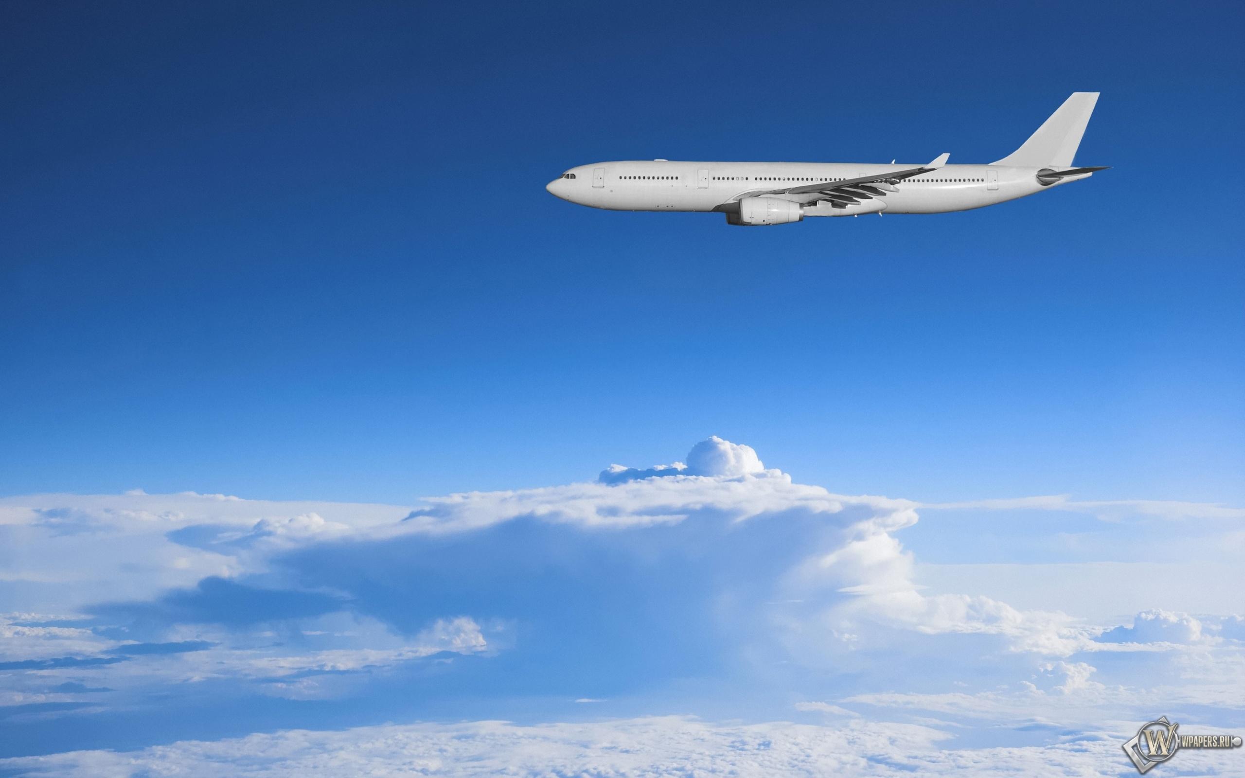 Самолет в небе 2560x1600