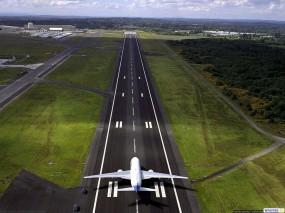 Обои Самолет на взлетной полосе: Взлёт, Самолёт, Полоса, Самолеты