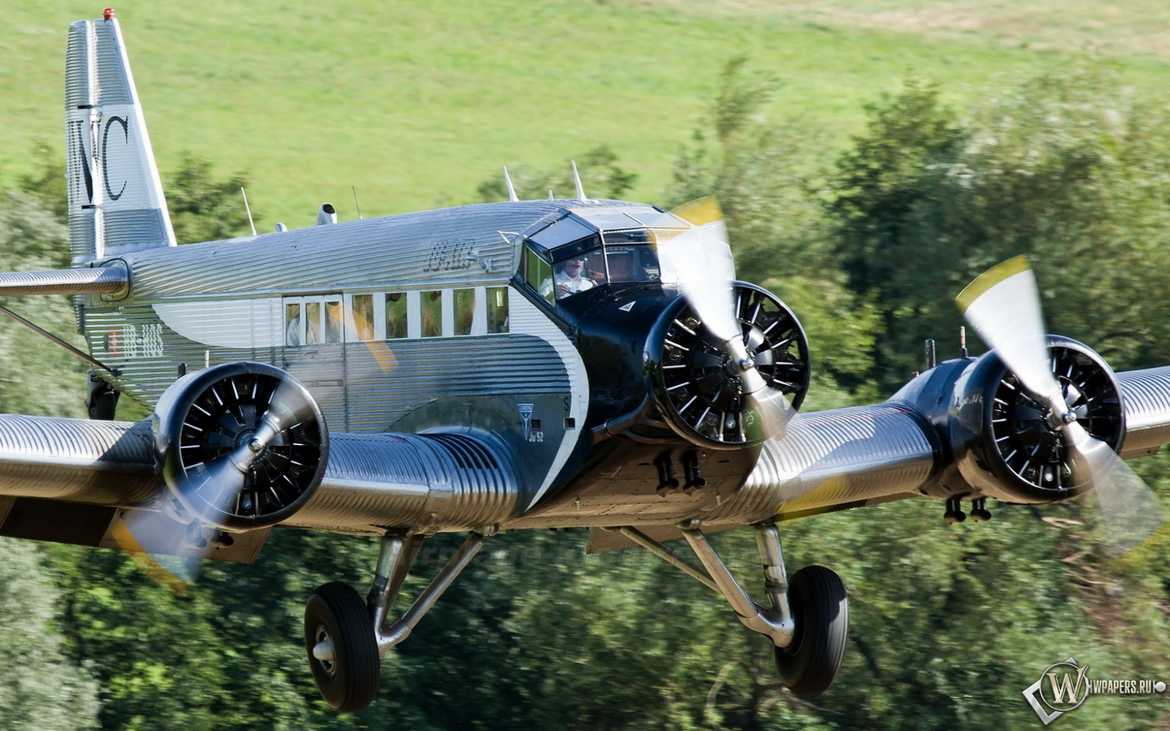 Junkers Ju-52 1680x1050