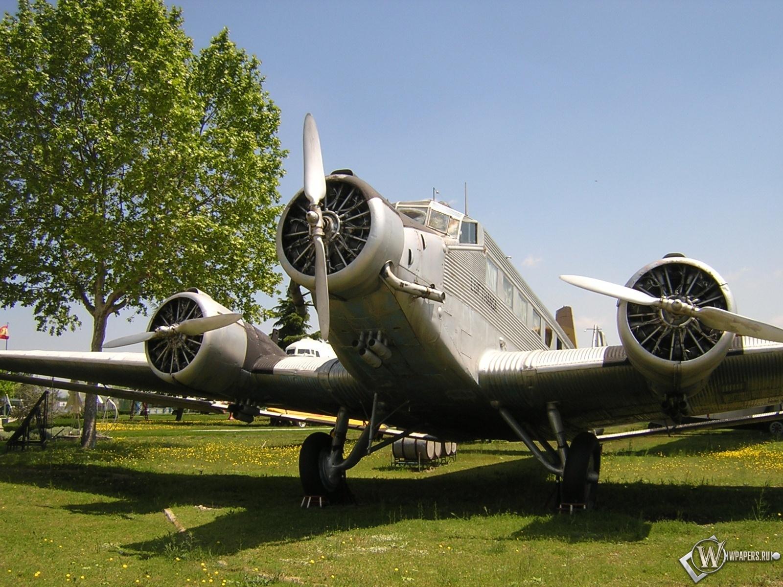 Junkers Ju-52 1600x1200