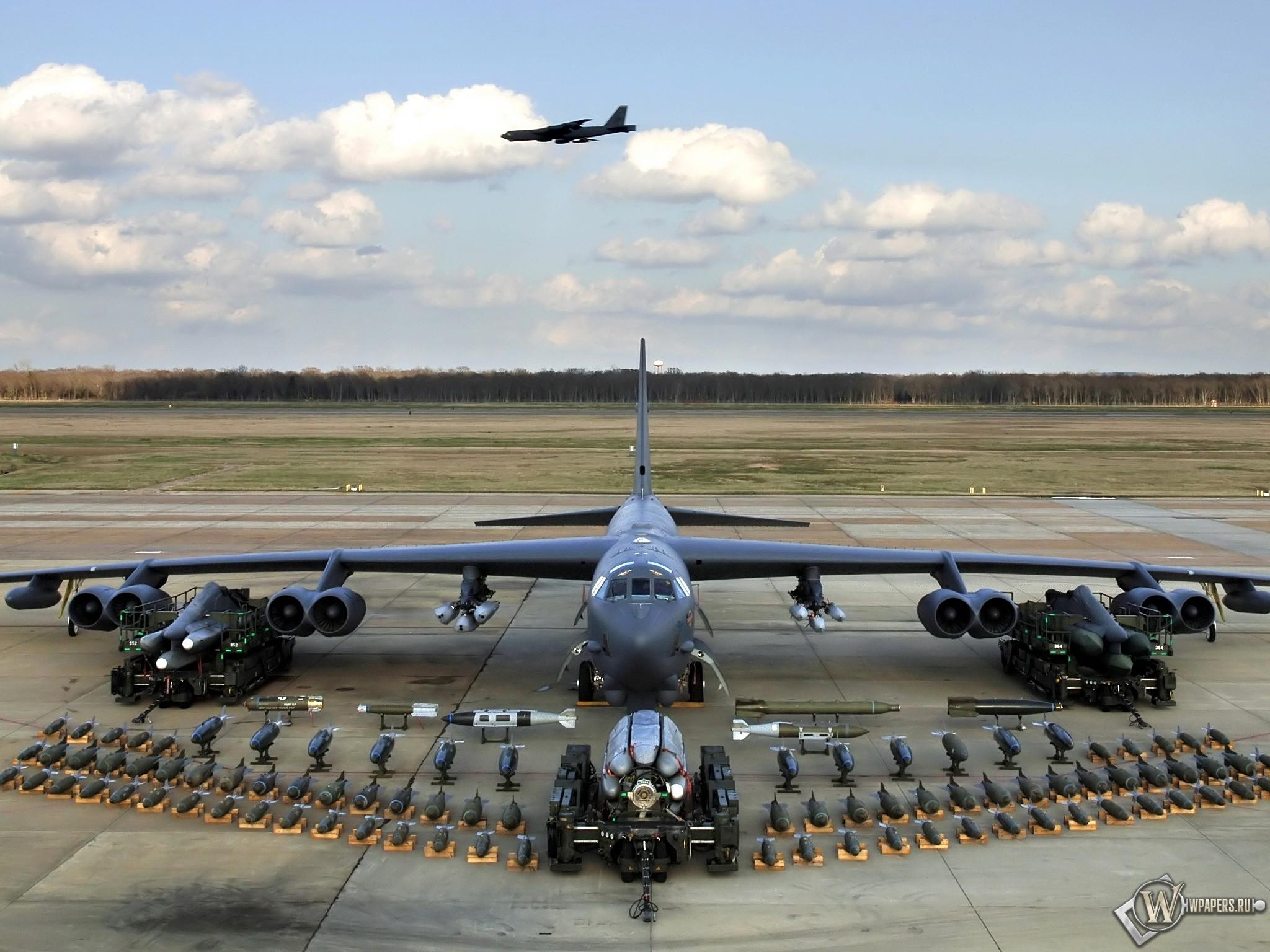 Бомбардировщик с полным боекмплектом 2048x1536