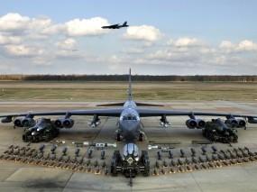 Обои Бомбардировщик с полным боекмплектом: Самолёт, Бомбы, Оружие, Бомбардировщик, Техника, Самолеты